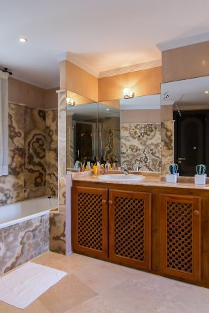 Bathrooms - Villa SimVid